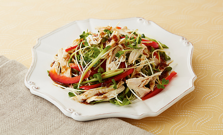 蒸し鶏の貝割れサラダ